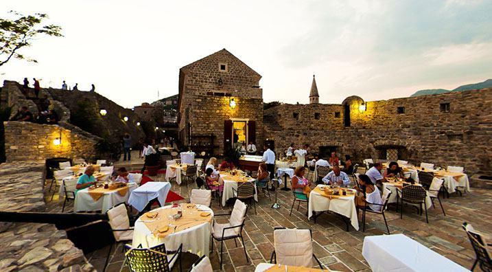 diner de gala terrasse en pierre Montenegro