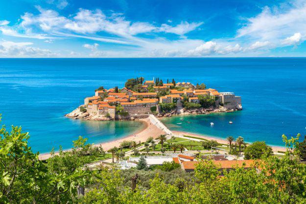 vue presque île Montenegro, mer et foret