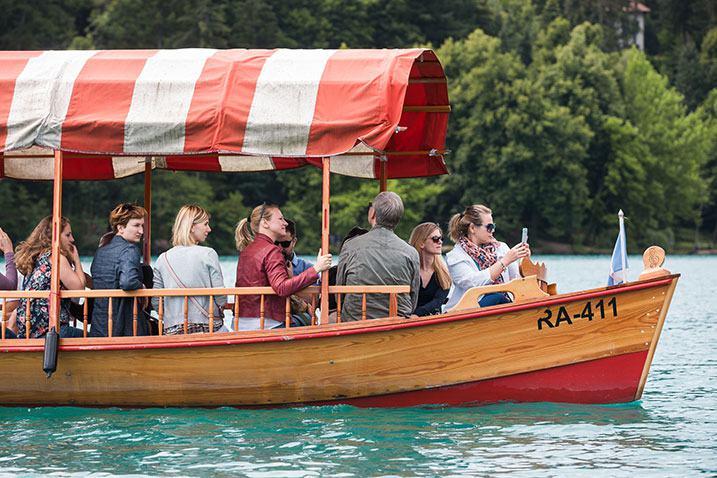 groupe bateau lac Slovénie